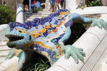 Der berühmte Salamander im Park Güell (Antoni Gaudi) in Barcelona