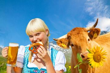 Wall Mural - Fröhliches Mädchen im Dirndl mit lustiger Kuh