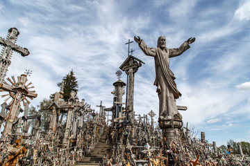 Poster de jardin Artistique Hill of Crosses with Crucifix