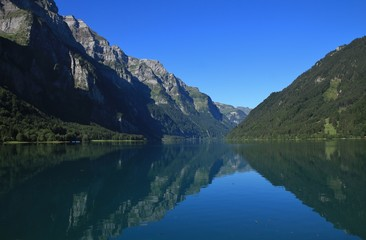 Lake Klontalersee and mountains