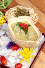 Green curry coconut milk with rice noodle.