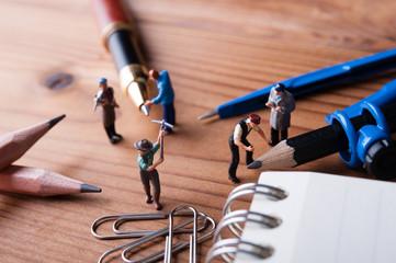 文房具と働く人間