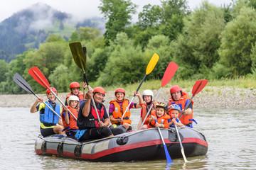 Rafting-Ausflug mit der Familie