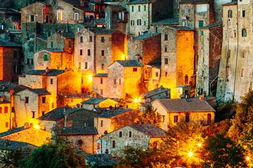 Sorano - miasto tuf w Toskanii. Włochy - 88612725