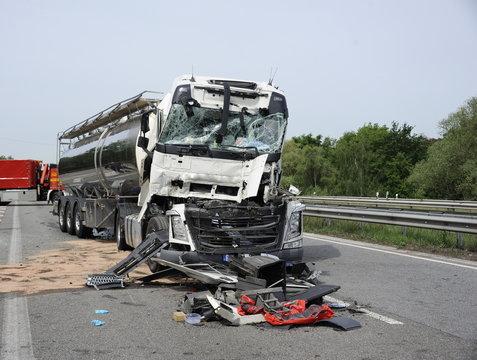 Schwere Unfälle auf Autobahn und Bundesstraße