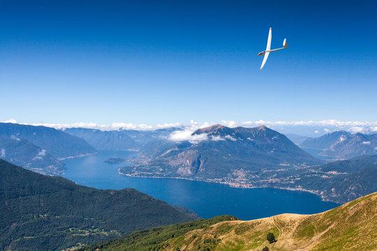volo con aliante sopra il Lago di Como (IT)