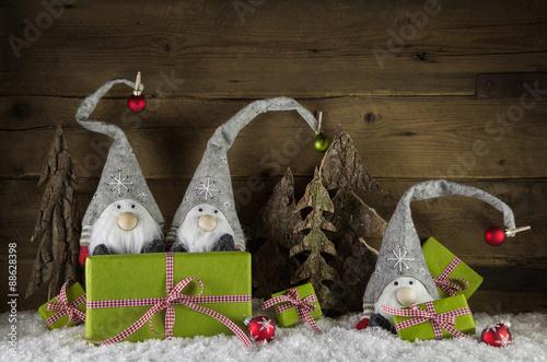 dekoration zu weihnachten auf holz hintergrund mit schnee. Black Bedroom Furniture Sets. Home Design Ideas