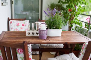 balcony in summer - Balkon im Sommer, Tisch, Stühle, Deko, Lave