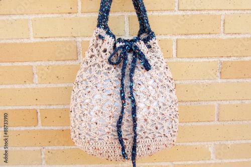 Punto Crochet All Uncinetto.Borsa Sacco All Uncinetto A Punto Conchiglia Stock Photo And