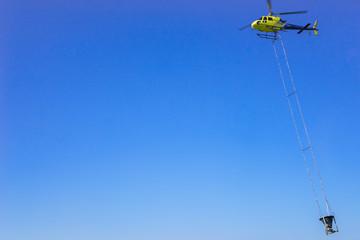 Arbeit mit dem Helikopter
