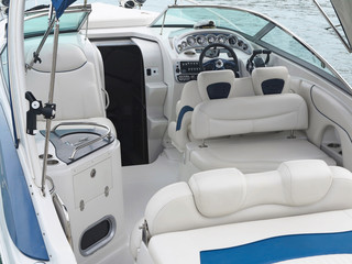 Steering wheel command pilot place on a luxury yacht