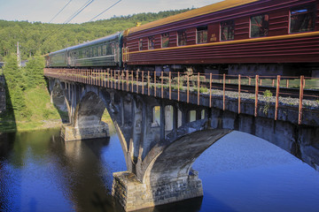 Zug am Baikalsee