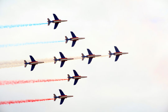 close formation at airshow