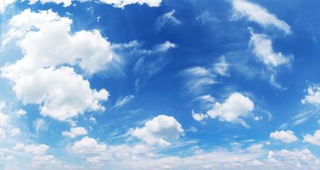 Poster de jardin Ciel White heap clouds in the blue sky.