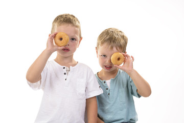 Canvas Prints Grocery kinderen kijken door donut