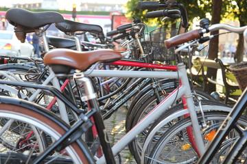 Rowery stojące na placu