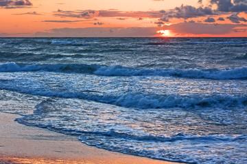 Fototapete - Sonnenuntergang am Strand der Ostsee bei Heiligenhafen, Schleswig-Holstein
