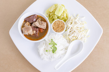 Rice noodles with spicy pork sauce (Nam ngiao) is a noodle soup