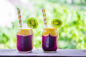 Two layer smoothie in mason jar