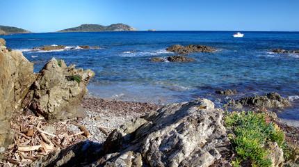 Rochers du Cap Lardier à la Croix Valmer , dans le Var , Côte d ' Azur