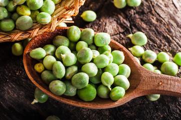 Spoon green peas