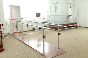 Bar track walk physiotherapy unit