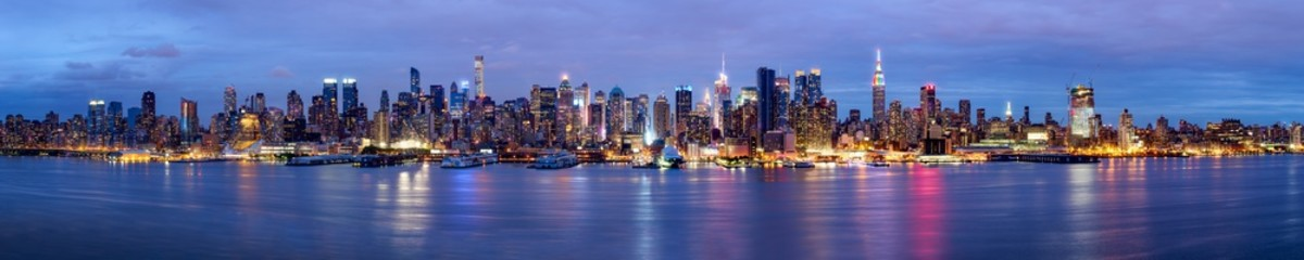 Manhattan Skyline bei Nacht New York USA