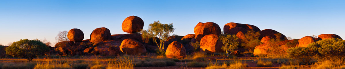 Poster Australia Devil's Marbles, Australia. The Devils Marbles are an extensive collection of red granite boulders in the Tennant Creek area of Australia's Northern Territory