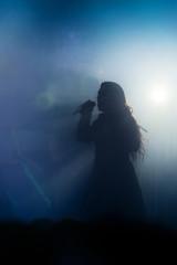 chanteur musicien contre jour scène musique live
