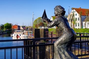 Carolinensiel Hafen Statue - Carolinensiel harbour statue 01