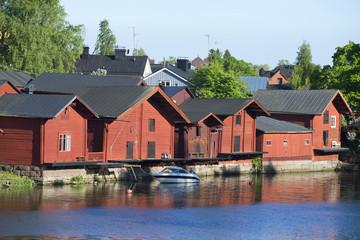 Прибрежные амбары на реке Порвоойоки. Порвоо, Финляндия