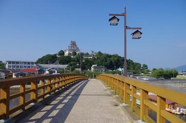 橋と唐津城