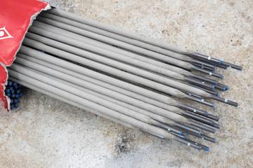 Welding rod for SMAW welding method