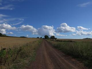 strada di campagna, nuvole