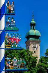 Maibaum viktualienmarkt Kirche Bayern München