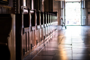 Papiers peints Edifice religieux Wooden pews in a row in a church