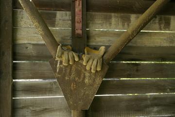 Porzucone rękawice robocze