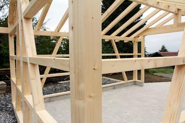 Holzkonstruktion für den Bau einer Holzhütte