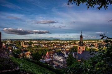 Panorama von Bad Kreuznach mit Riesenrad in der Abendsonne