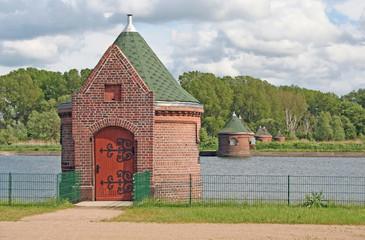 Hamburg: Schieberhäuschen der Wasserkunst Elbinsel Kaltehofe