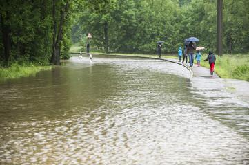 Hochwasser in einem Wohngebiet