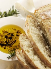 Pane, olio e balsamico (sliced white bread with an olive dip)