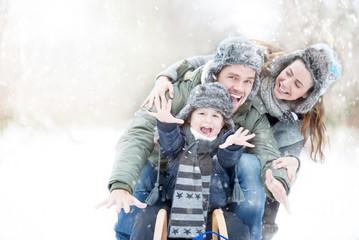 Familie beim Wintersport