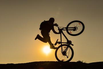 bisiklet ile gösteri yapmak