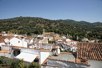Vistas de Almonaster la Real en la provincia de Huelva, Andalucía