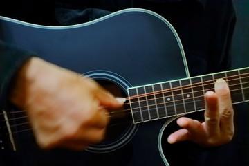 ギターを爪弾くno.1