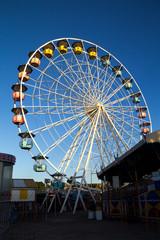 Roda Gigante / Roda gigante com céu azul