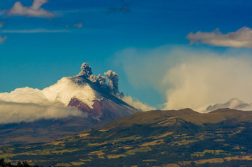 Cotopaxi volcano eruption in Ecuador, South America Fototapete