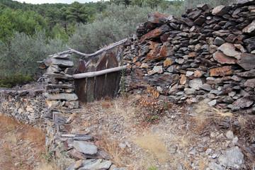 Wall Mural - Portera en olivar de la Quebrada, Ovejuela, Hurdes, España
