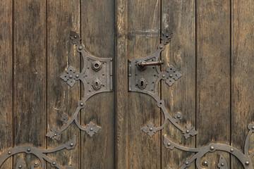 alte Holztür mit Beschlägen © Matthias Buehner